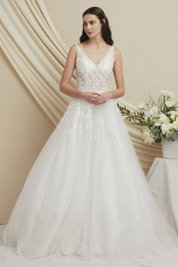 MDW20212<br/>A Line V Neck Bridal Gown